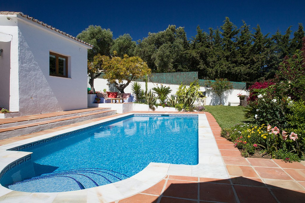 Estepona,Malaga,3 Bedrooms Bedrooms,2 BathroomsBathrooms,Villa,BYZAAP1087