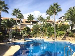 Duplex Penthouse Sprzedaż Nieruchomości w Hiszpanii in Bahía de Marbella, Marbella, Málaga, Hiszpania