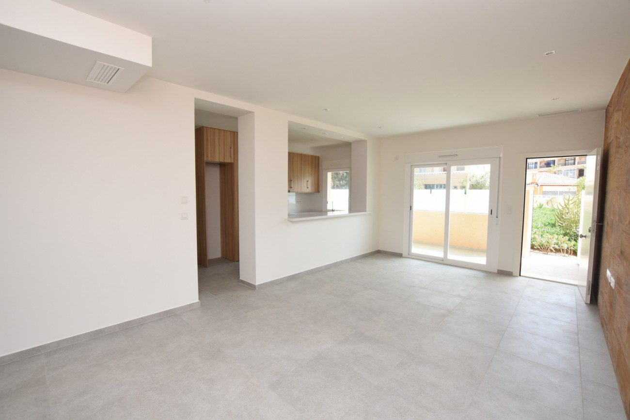 Awesome Refurbished 2 Bedroom Apartment Very Near The Beach In La Download Free Architecture Designs Scobabritishbridgeorg