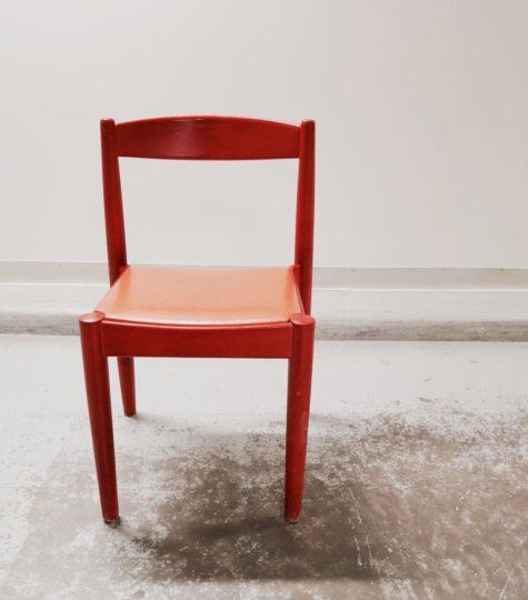 Möbelbruket, röd stol