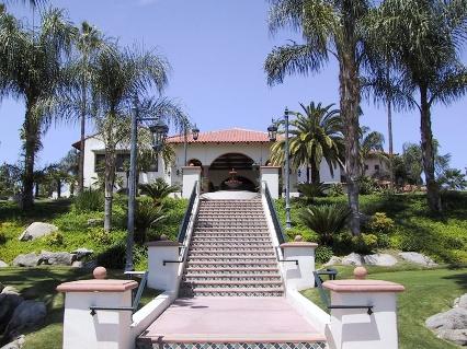Top Realtor Serving Bakersfield Country Club - Linda Banales 661-704-4244