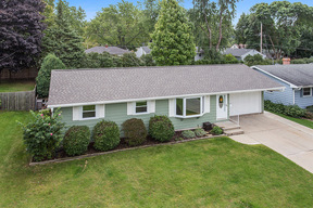 Single Family Home Sold: 1033 E Mennen Ct