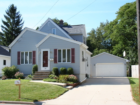 Single Family Home Sold: 154 E Allouez Ave