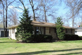 Single Family Home Sold: 2407 Oakwood Dr