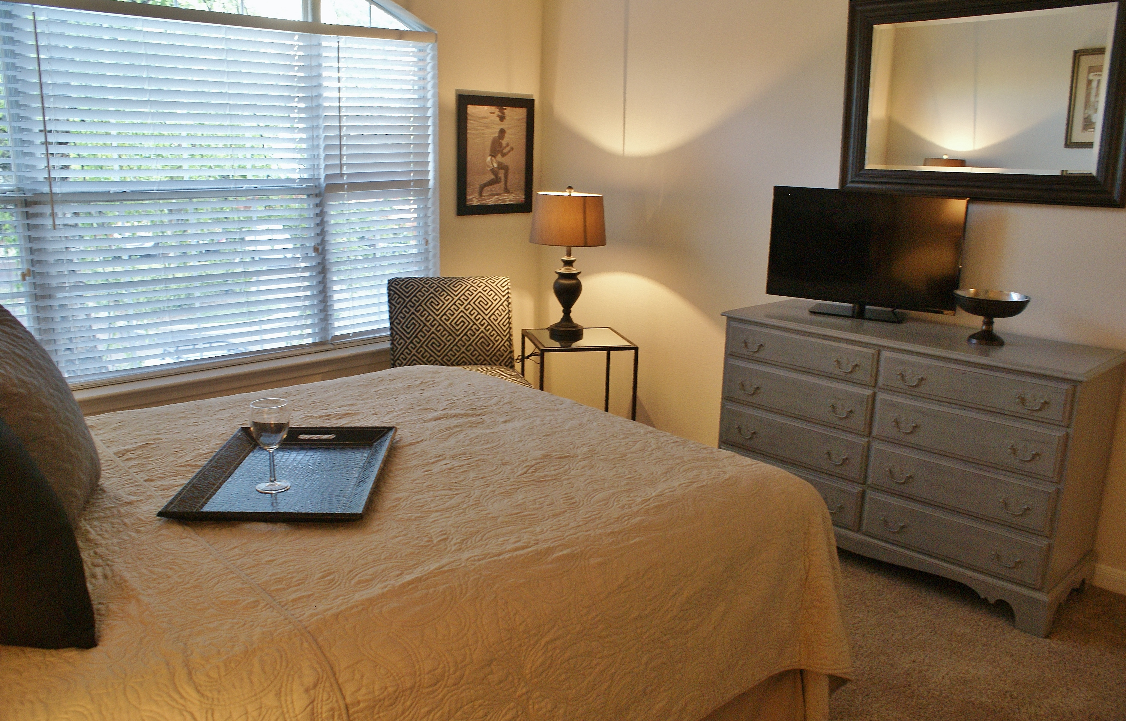 Bed linens, fully furnished, electronics included