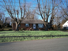 Single Family Home SELLER SAVED $3,805!*: 913 St. Clair Avenue