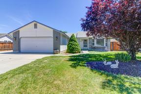 Single Family Home For Sale: 110 W. Woodglen Pl.
