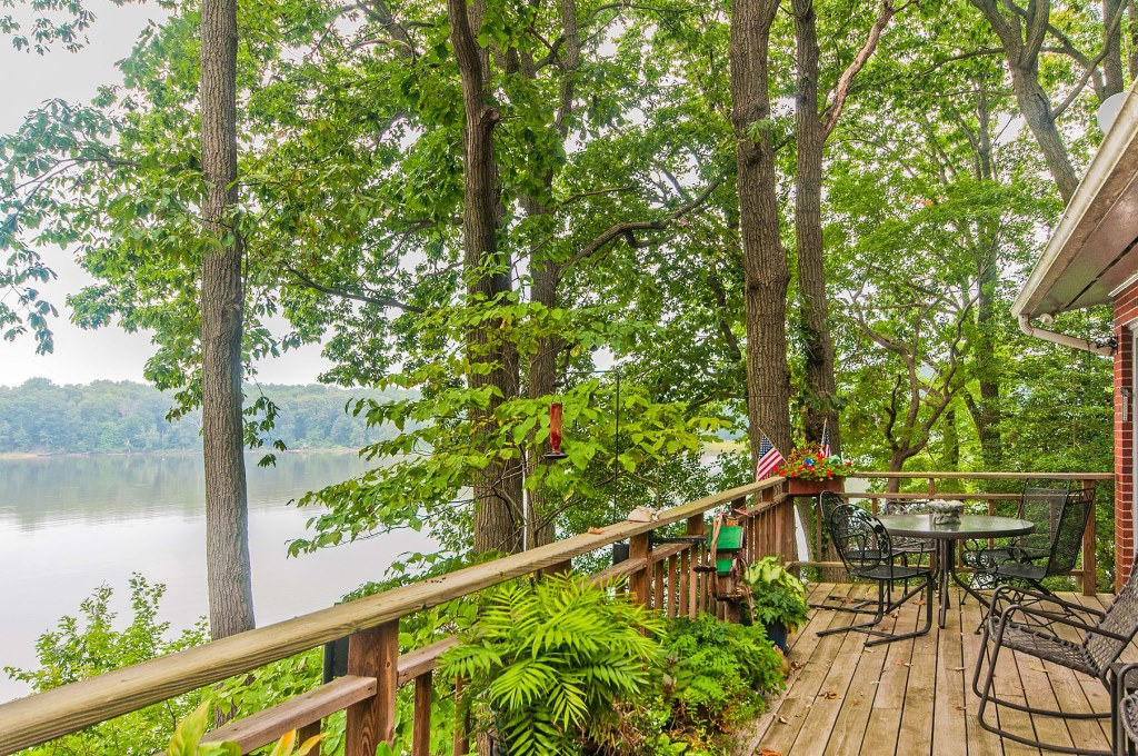 24 Woodmour Manor Rd Earleville MD Waterfront Home - Deck