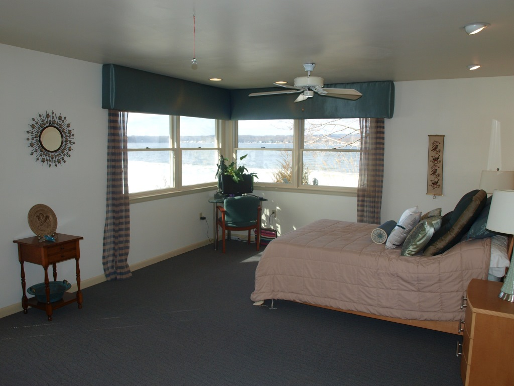 46 Plum Shore Rd North East MD Waterfront Home for Sale - Master Bedroom