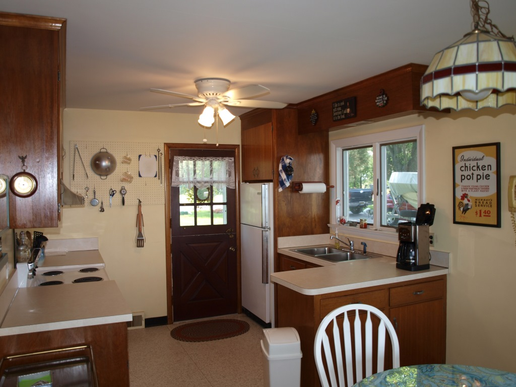 1659 Town Point Rd Chesapeake City Waterfront Home - Kitchen