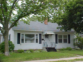 Residential : 7438 North Ave