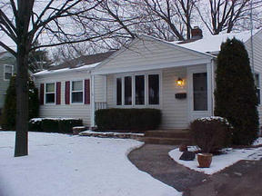 Middleton WI Residential For Sale: $174,900