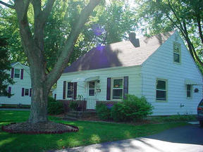 Middleton WI Residential For Sale: $159,900