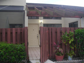 Delray Beach FL Villa For Sale: $72,900