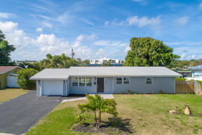 Single Family Home For Sale Deerfield' Cove: 105 SE 4th Court