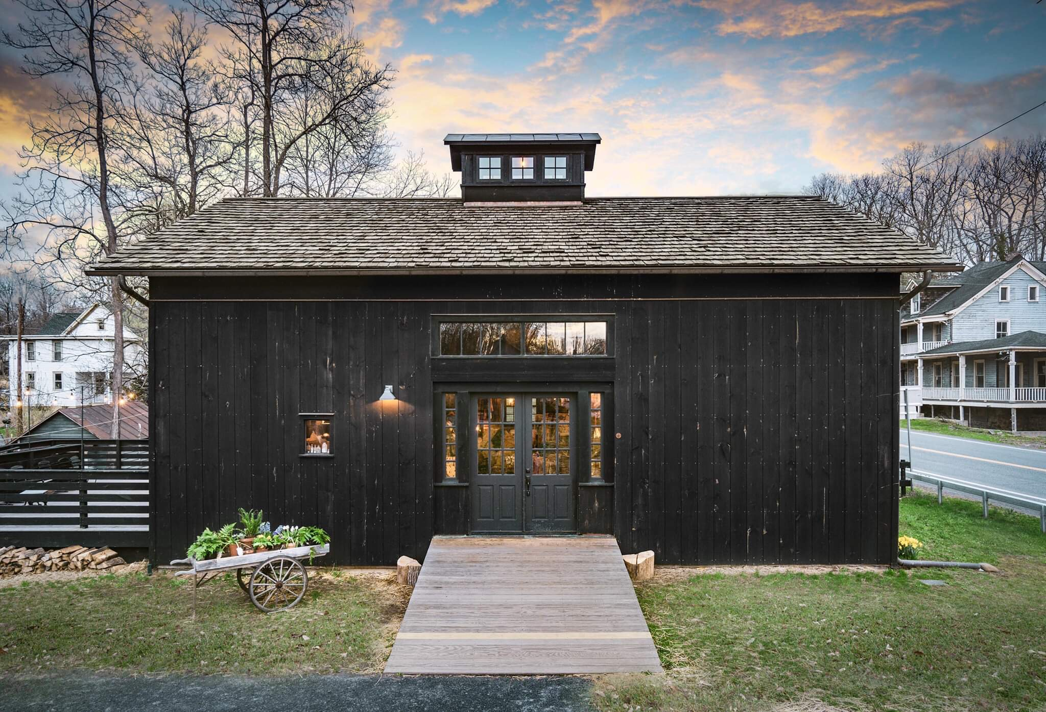 Nest Realty Co High Falls Black Barn