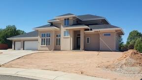 Single Family Home Sold: 697 Poplar Ct