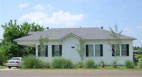 Residential : 840 Woodyard Drive