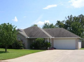 Residential : 809 Whitfield Drive