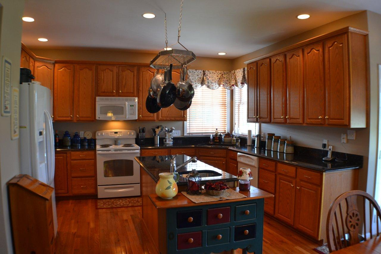 Lots of counter and cabinet space for all you home cooked meals!