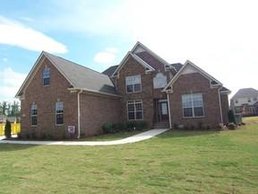 Residential : 152 Castlewood Dr.