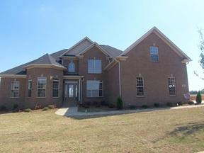 Residential : 140 Castlewood Dr.