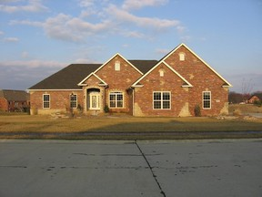 Residential : 104 Yorkshire Ct