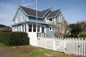 Residential : 10451 Kelly St