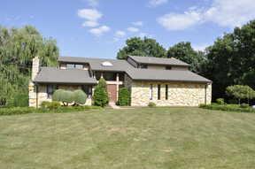 Single Family Home : 19W419 Deerpath Ln