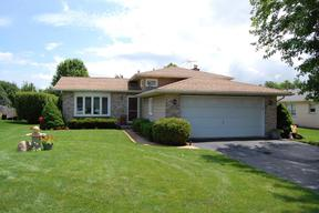Single Family Home : 3 Country Ct