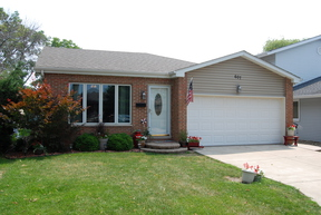 Single Family Home Sold: 607 Houston St.