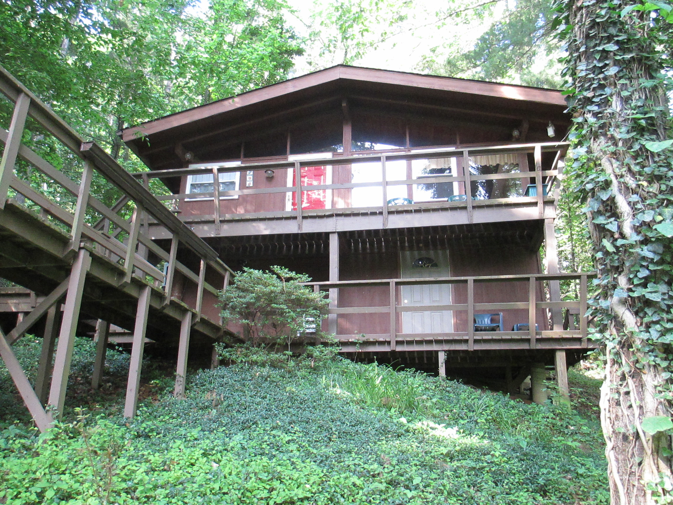Tree Top Views - 709 Natchez Lane UNDER CONTRACT