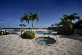 Residential For Sale: 700 La Peninsula #503