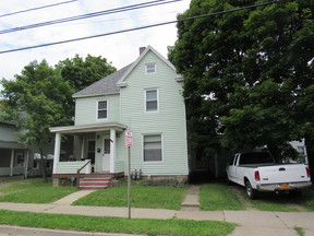 Multi Family 2-4 For Rent: 812 Newland Avenue  #2 upper