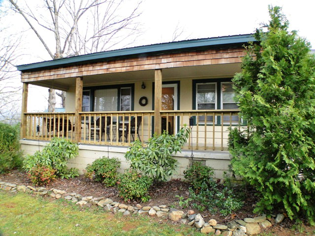 This adorable home is conveniently located in town, Franklin NC Real Estate