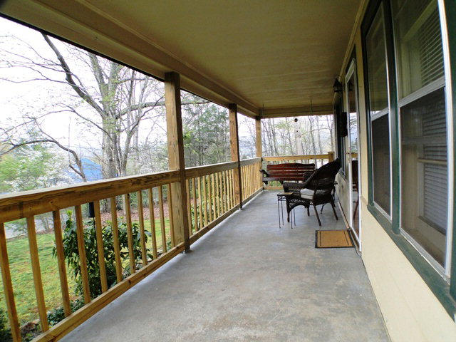 Nice coverd front porch to sip your coffe!  Franklin NC Realty, Bald Head