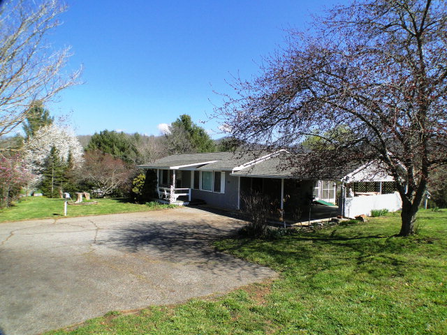 Desirable Holly Springs Community!  Must see this home in this price range, Franklin NC
