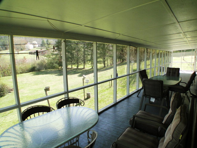 HUGE covered porch to enjoy all the gorgeous Franklin NC weather, Free MLS search