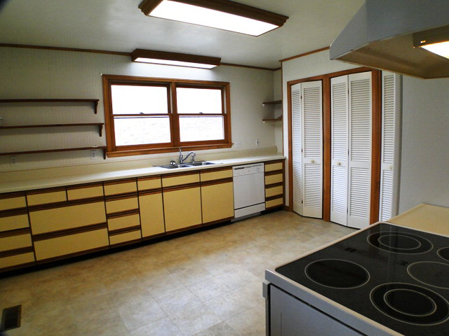 Large kitchen with convection oven and TRIPLE PANTRY!  Franklin NC Homes for Sale