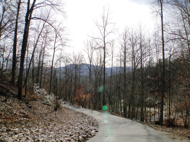 Nice paved drive, 301 Maclor Forest Circle Franklin NC Real Estate, Franklin NC Free MLS Search, Smokey Mountain Properties