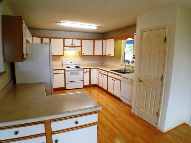 Large bright kitchen, 301 Maclor Forest Circle Franklin NC Real Estate, FREE MLS Search, Franklin NC