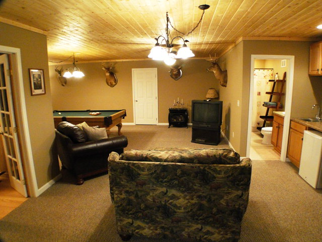 Large family room with wet bar and full bathroom, Franklin Otto NC Real Estate Search