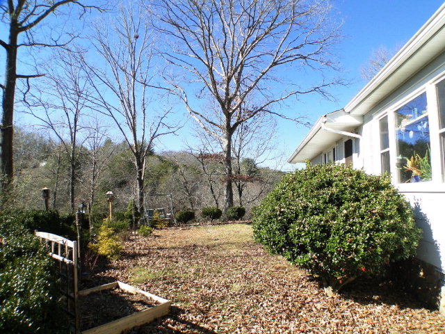 End-of-road privacy and nice view, NC Homes for Sale, Franklin Short Sale, Smokey Mountain Real Estate