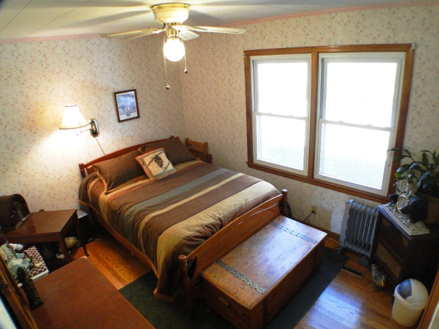 Bedroom with hardwood floors, Free MLS Search Franklin, Western North Carolina Real Estate, www.baldheadtherealtor.com