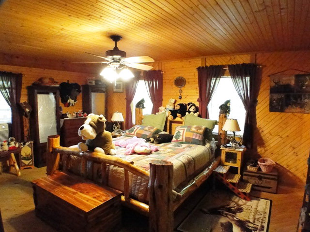 Master suite has huge walk-in closet and private bath, Franklin NC Real Estate, Smokey Mountain Properties