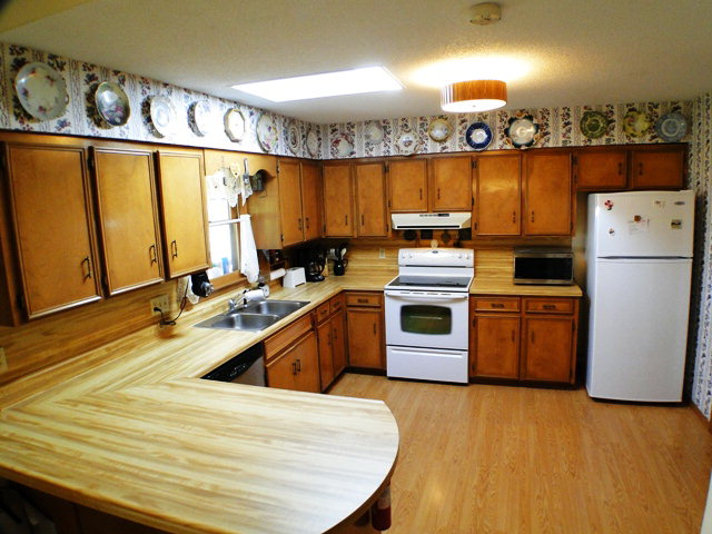 Spacious kitchen with access to the HUGE SCREENED PORCH/DECK with long range mountain VIEWS, 840 Dellwood Road Franklin NC, Free MLS Search, Western North Carolina Homes