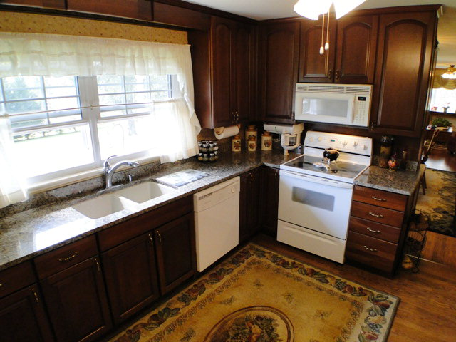 Beautiful kitchen with granite counters, Free MLS Search Franklin NC