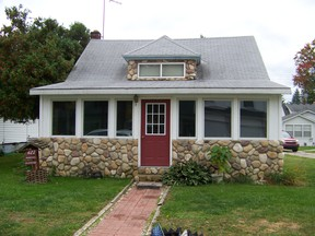 Cottage / Residential Sold: 427 Little Ave.