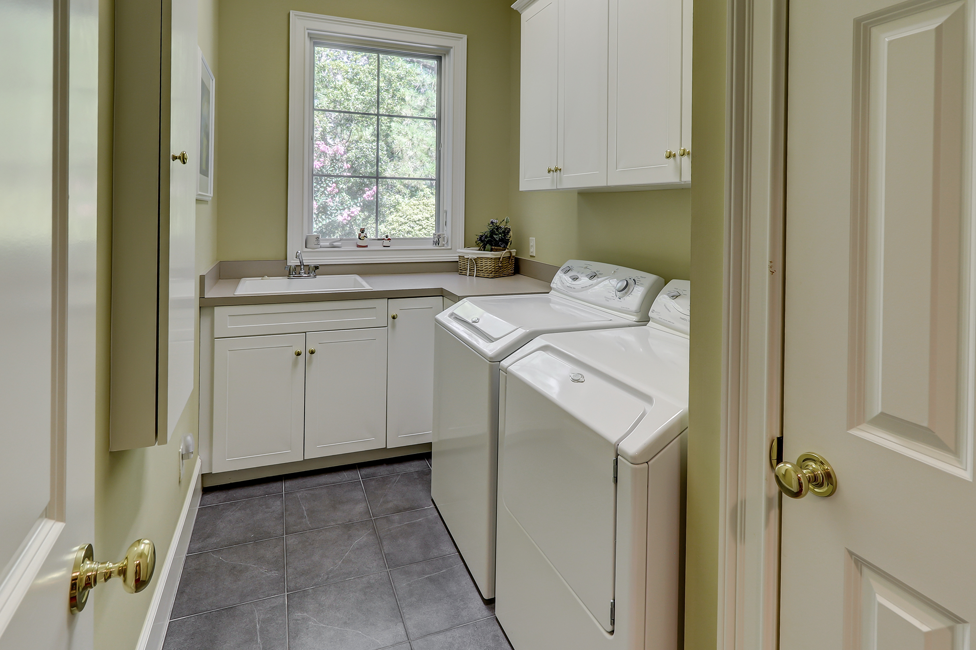Spacious Laundry with Natural Light Hilton Head Realtor