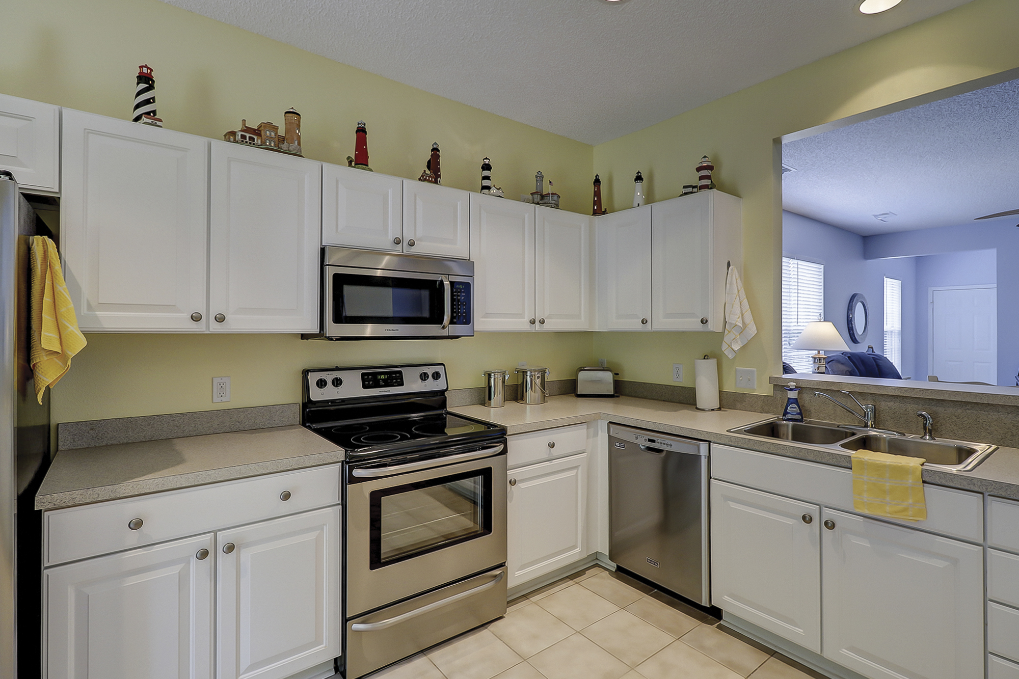 Brand New Stainless Steel Appliances in Sun City Home For Sale
